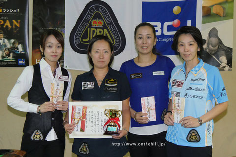 Miyuki Kuribayashi (second from the left) won 2015 TOKAI Ladies Grand Prix 左から、3位久保田、優勝栗林、2位梶谷、3位河原