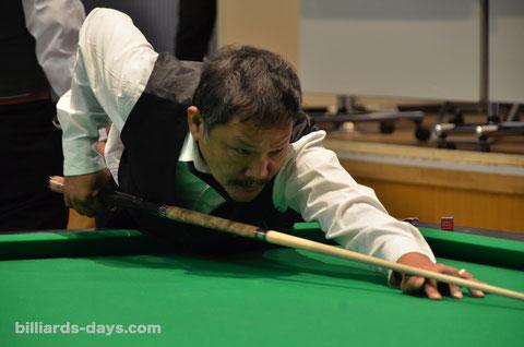 2012年『全日本選手権』でのエフレン・レイズ。彼は長いキューを好んでいる。これは自身の名前を冠したシグネチャーシリーズ