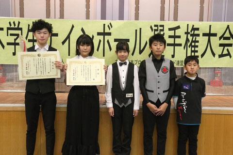 「中学生・小学生」部門優勝は村松勇志(左)