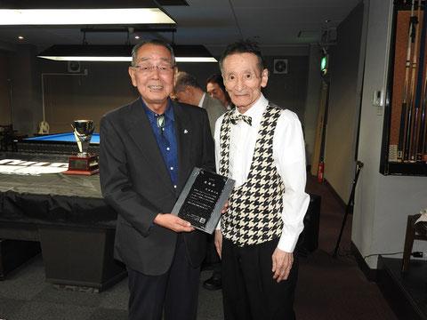 JPBFシニア会を発足以来支えてきた澤田隆行氏(左)と10年ぶりに参戦した小林伸明プロ(右) Photo : JPBF