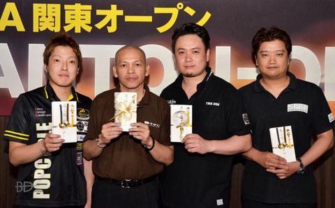 左から、3位嶋野聖大、優勝リニング、2位井上浩平、3位小泉毅朗(アマ)