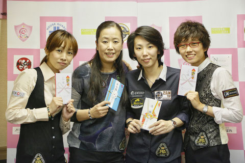左から、3位久保田知子、準優勝梶谷景美、優勝河原千尋、3位野内麻聖美