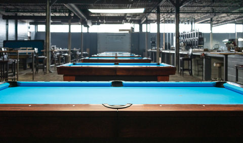 「こちらは主にトーナメントなどで使われる7フィートテーブル」