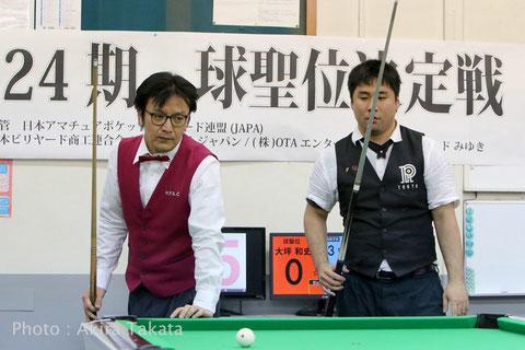 防衛に成功した大坪和史球聖(左。Kazufumi Otsubo)と挑戦者・中野雅之(Masayuki Nakano)