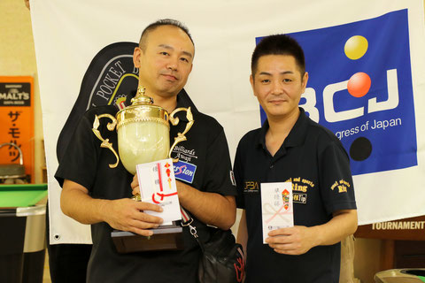 Yoshihiro Kitatani (left) won JPBA Grand Prix West stop #4