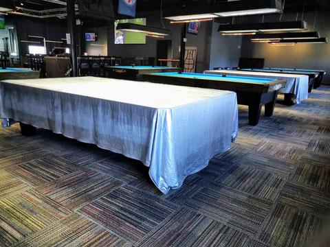 「Corner Bankでは9フィートテーブルだけ、いくつかの台にカバーを掛けてあり、他者との間隔を保てるようにしているようでした」