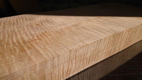 カーリーメイプル木材(Geez Cue工房にて)