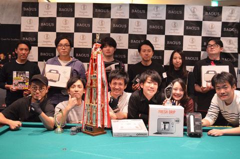 優勝のブラックパールチームは前列左側 Photo : JPA(以下同)