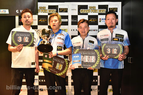 Ryoji Aoki (2nd from left) won JPBA Grand Prix East stop #4.