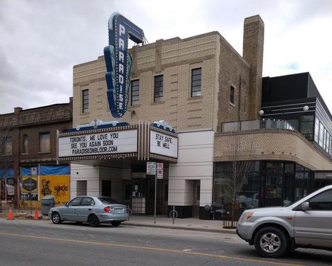 トロントのブロアーストリートにある『Paradise Theatre』も営業停止。「TORONTO, WE LOVE YOU. SEE YOU AGAIN SOON. STAY SAFE, BE WELL」のメッセージが