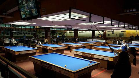 会場のニューヨーク『Carom Cafe』。テーブルは10台 ※林奈美子撮影