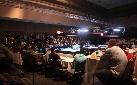 2010年のプロアリーナ。決勝戦ともなると四方を観客席が取り囲み、熱心なギャラリーで一杯になった