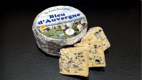 Bleu d'Auvergne fermier AOP  agriculture durable, lait cru, minimum 28 jours d'affinage, vente fromage ferme de la mare, fromagerie, lamballe côtes d'armor, bretagne