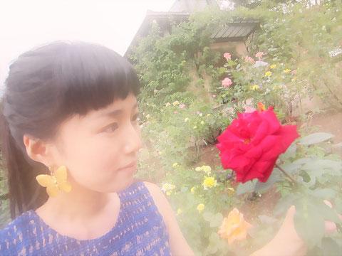 ♪ふふふ綺麗・・・*^^* ♪ 赤いバラを観ると、星の王子様と、美女と野獣と、幽遊白書の蔵馬と、タキシード仮面を思い出します・・・