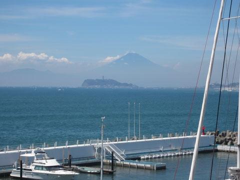 なんて気持ちいいの!江の島と富士山が絵のように綺麗。日本に生まれてよかった^^!