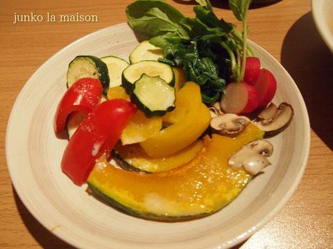 お水で焼くから栄養も残るし、焼き色つかずに野菜の発色が綺麗^^  ラディッシュは後乗せです。