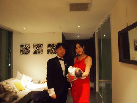 この写真、出産報告のハガキにも一部つかいました^^  赤ちゃんとの初めてのクリスマスの思い出です^^
