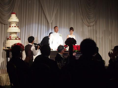 このようなケーキを用意する結婚式っていまどきないと思うので、さすがあったか社長と思います! サービス精神抜群です*^^*