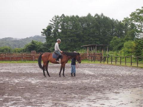 昔、競馬場の馬ひきのバイトをしたことがあるというだけあり、手慣れた感じ。