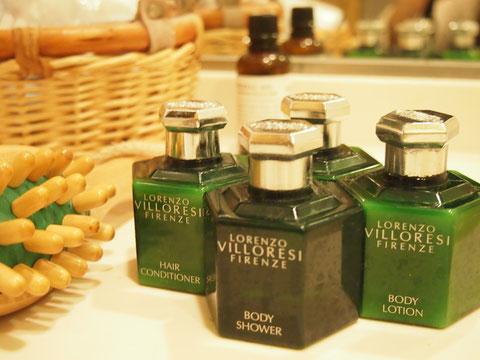フィレンチェのフォーシーズンズのアメニティ イタリア屈指の調香師さんがプロデュースしただけあってとってもいい香り^^ 色形も気に入ってディスプレイにも