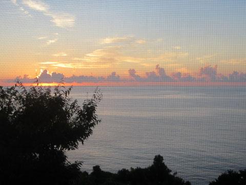 こんな海の見渡せる別荘だったんだ