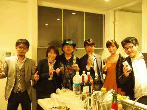クリス岡崎さんは3人の秘書の方をつれてきました。