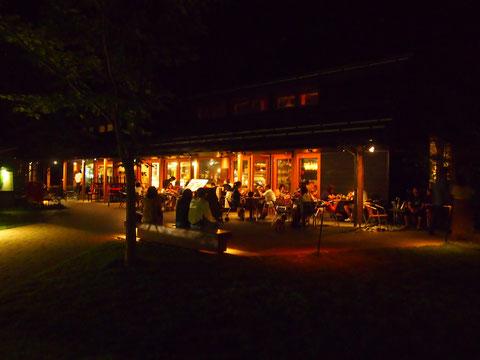 夜のハルニテラス^^ まだ人がいっぱい