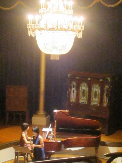 サックスとピアノでタイスの瞑想曲など3曲目。好きな曲ばかりでとても感動しました。