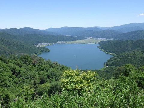 賤ケ岳山頂からの余呉湖