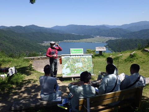 賤ケ岳山頂の歴史ガイドさん