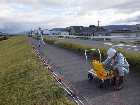 ランドストリーマケーブルを使用した河川堤防調査