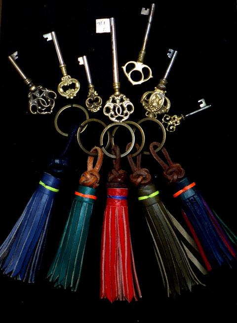 Schlüsselanhänger Farben Lederquaste Diamantknoten