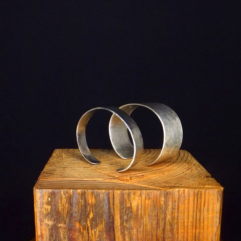 Armspange handgeschmiedet mit Hammerschlag massiv Silber