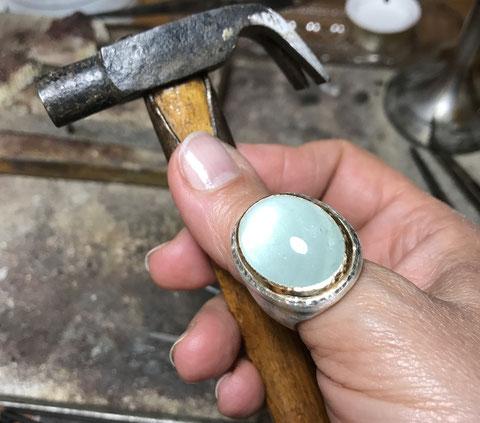 Ring Aquamarin Gold Silber Fassung mit Hammerschlag