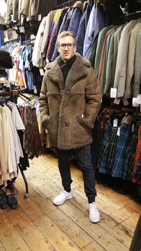 High-Fashion in Schottland. Hinter mir die alten Gardinen von der Oma. (Bild: Ryan Lewis)