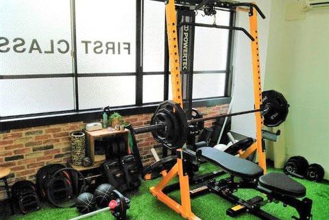 パーソナルトレーニング大阪 天満橋1号店(大阪市中央区)パワーラックやスマートバーなど豊富なトレーニングツール
