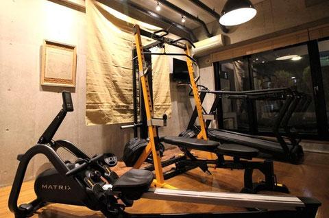 パーソナルトレーニング大阪 江坂店(大阪府吹田市) 豊中 パワーラックとランニングマシン