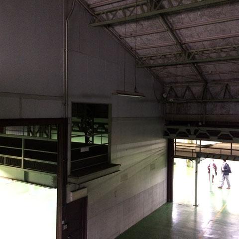 〈2階から建物内部の景観〉