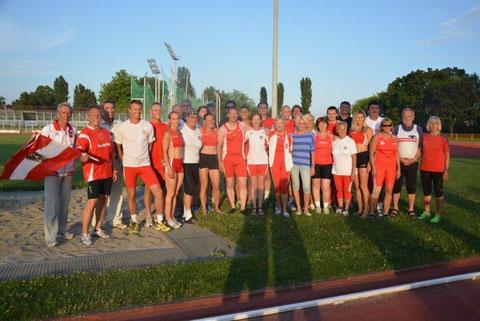 Das siegreiche Team Austria mit Sabina Plammer 3. von rechts.