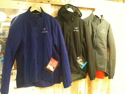 左からジャケット・フーディー・プルオーバーの3種類。