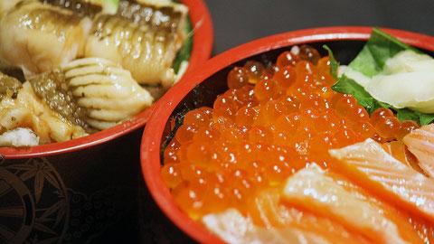 アナゴ丼とサケ親子丼は地元客を中心にリピート率の高いメニューです。 勝浦漁港の江戸前寿司店 鮨成田家