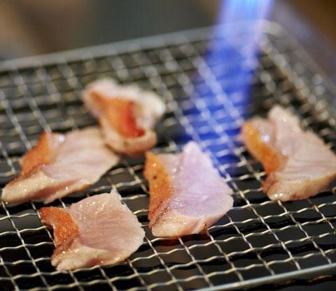 大人気金目鯛の炙りです。 勝浦漁港の江戸前寿司店 鮨成田家