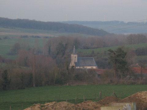 Eglise de Bellifontaine (XVIe), nichée au creux de la vallée.
