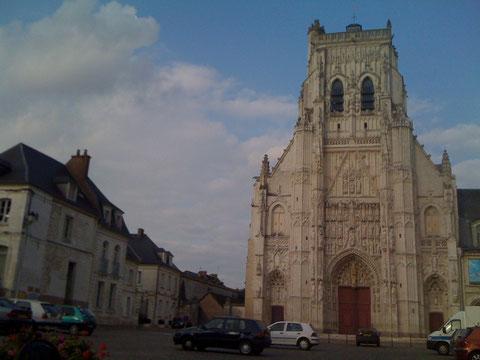 Façade de l'abbatiale bénédictine de St Riquier