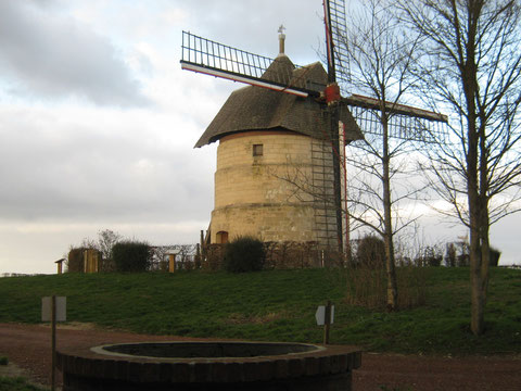 "le moulin ""Guidon"" du village d'Eaucourt."