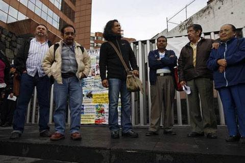 Integrantes y solidarios con el FAO, protestan ante las instalaciones de la PROFEPA en la ciudad de México. Foto tomada de la Jornada.