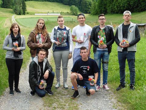 Die ersten 4 Schützen der beiden Kategorien Jungschützen und Jugendliche (Réka und Alex: 2. v.l.)