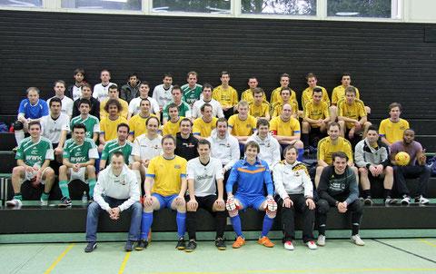Gruppenbild aller fünf Teams (Foto: Gött)