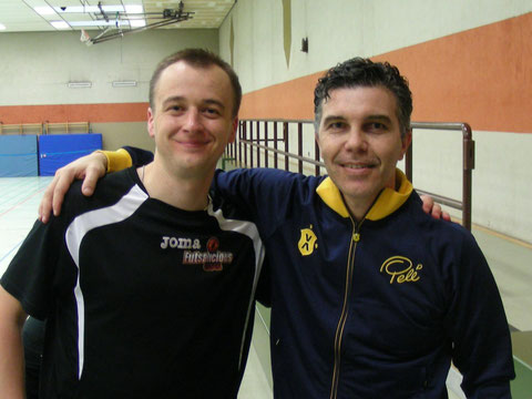 """Mit besten Grüßen an alle """"Futsalicious""""-Aktiven und -Fans: Andriy Avtyenyev mit Marcos """"Pipoca"""" Sorato. (Foto: Avtyenyev)"""