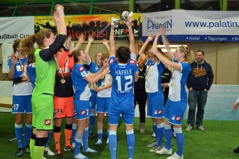 Die zur besten Spielerin ausgezeichnete Selina Häfele jubelt mit ihrem Team. Foto: Klaus Schwabenland